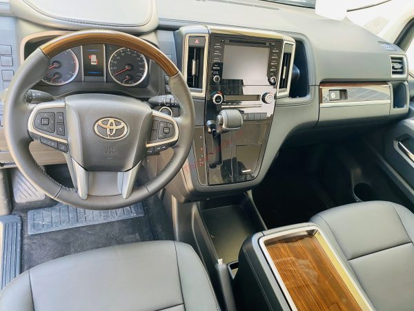 Nội thất Toyota Granvia 2020