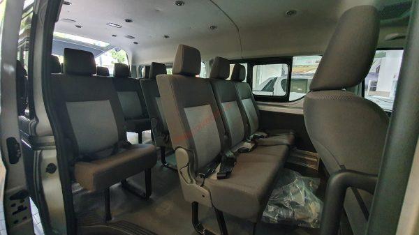 Cách bố trí hàng ghế trên Toyota Hiace 2021