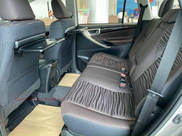 Hàng ghế thứ 2 trên Toyota Innova 2.0G 2021