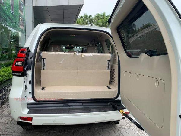 Không gian hành lý trên Land Cruiser Prado