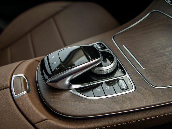 bàn rê cảm ứng Mercedes-Benz E200 Exclusive2021
