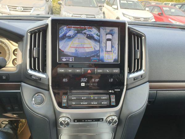 hệ thống giải trí xe land cruiser v8