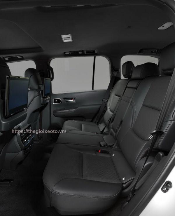 hàng ghế thứ 2 Toyota Land Cruiser 2022