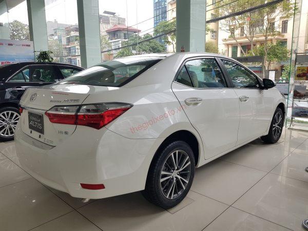 Đuôi xe Corolla Altis 2020