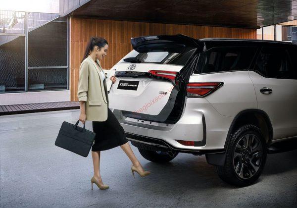 Tính năng đá cốp trên Toyota Fortuner 2021