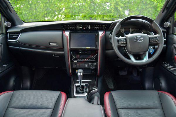Nội thất Toyota Fortuner Legender 2021