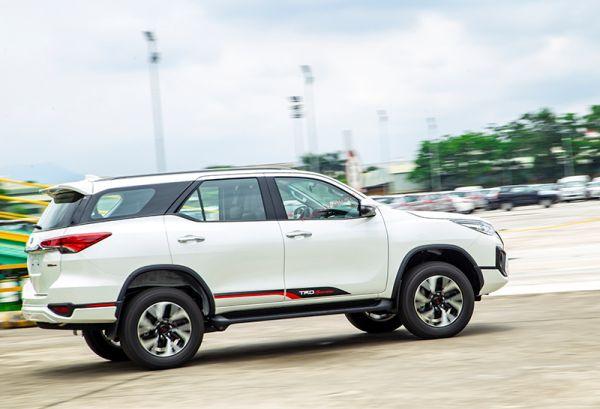 thân xe Toyota fortuner TRD Sportivo