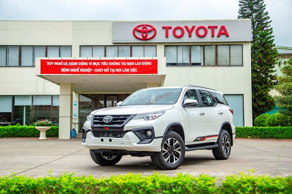 Toyota Fortuner 2.7V 4x2 AT bản thể thao TRD Sportivo