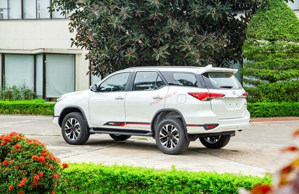 đuôi xe Toyota fortuner TRD Sportivo