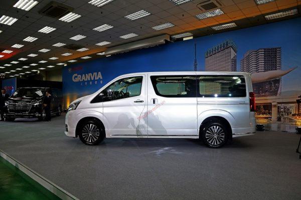 thân xe Toyota Granvia 2020