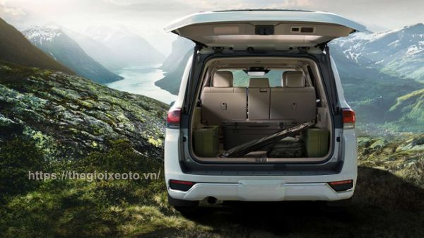 khoang hành lý Toyota Land Cruiser 2022