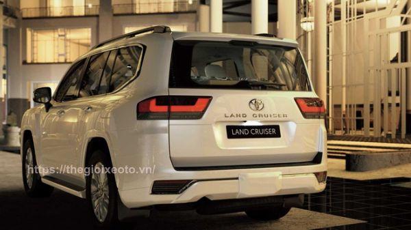 hông xe Land Cruiser V6 2022
