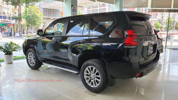 Phần hông xe Land Prado 2021