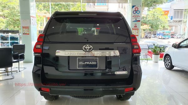 đuôi xe Land Cruiser Prado 2021