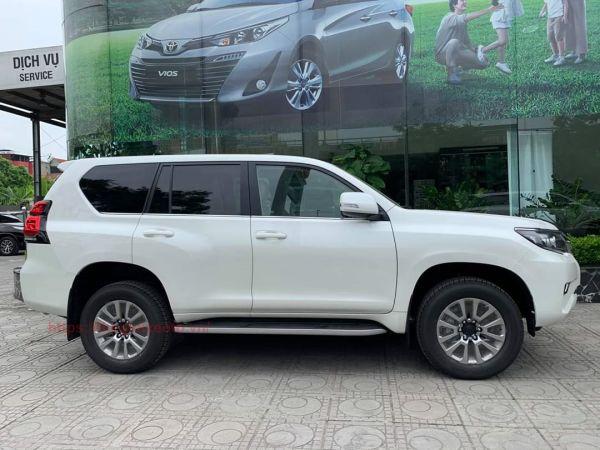 thân xe Land Prado 2021
