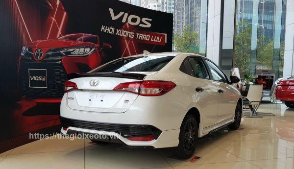 Hông xe Toyota Vios GR-S 2021