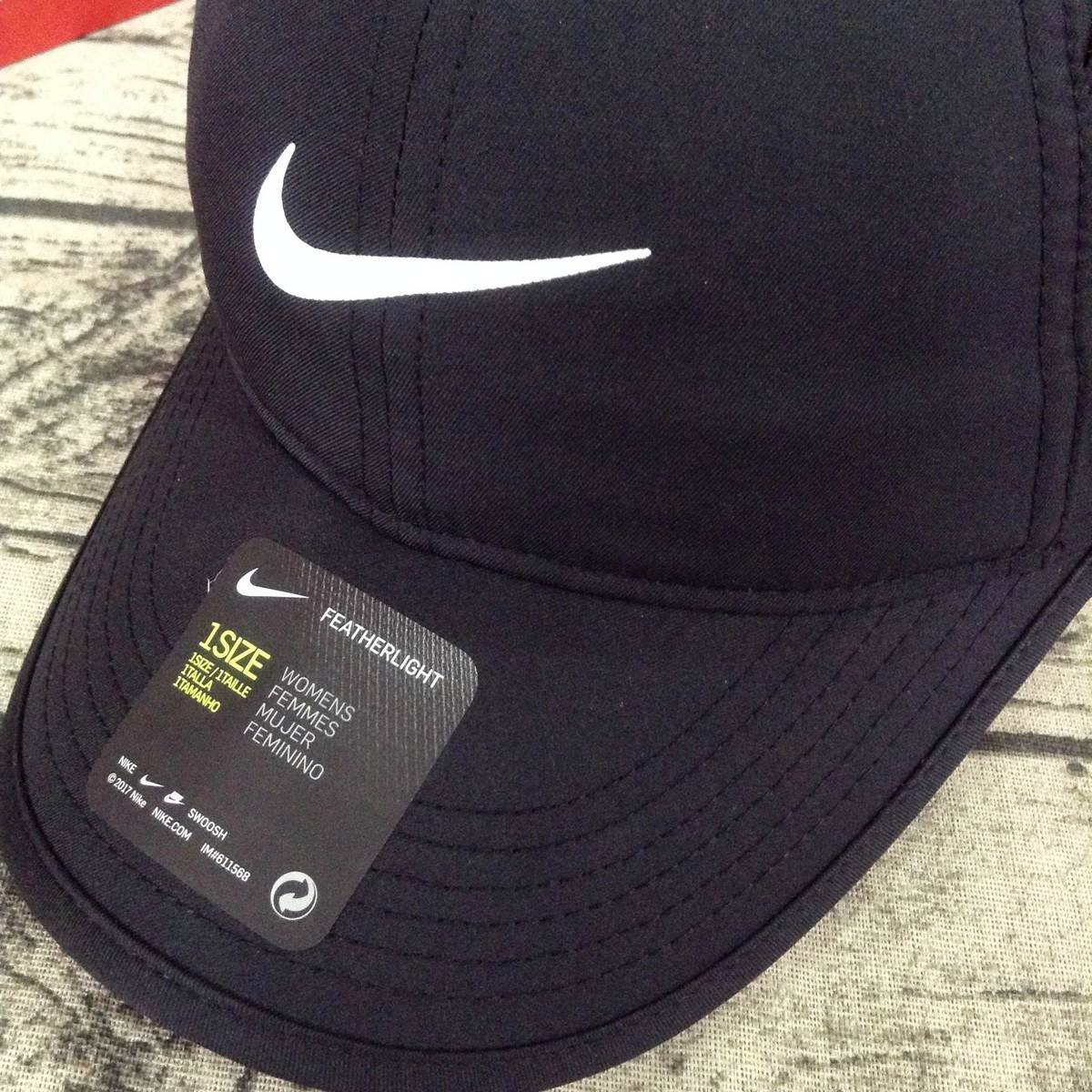 Mũ Nike Women's Feather Light Black 679424-010