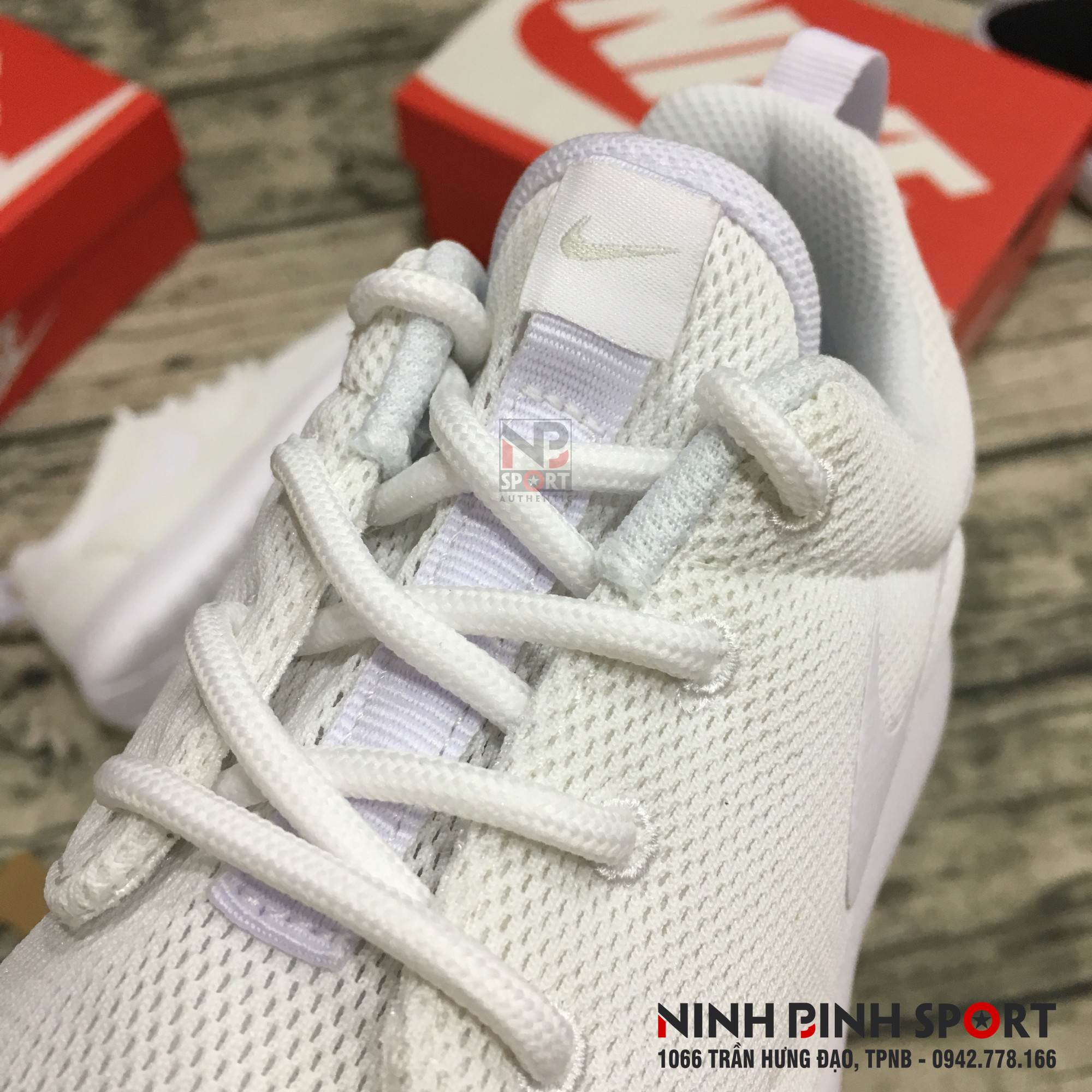 Giầy thể thao nữ Nike Roshe Run 844994-100