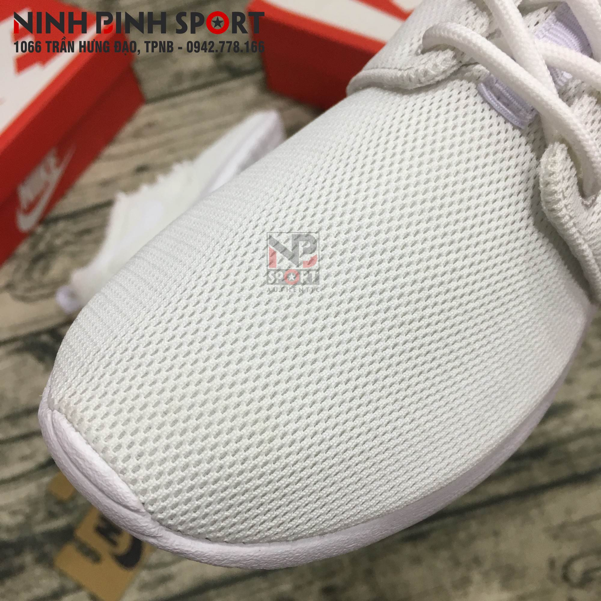 Giày thể thao nữ Nike Roshe Run 844994-100