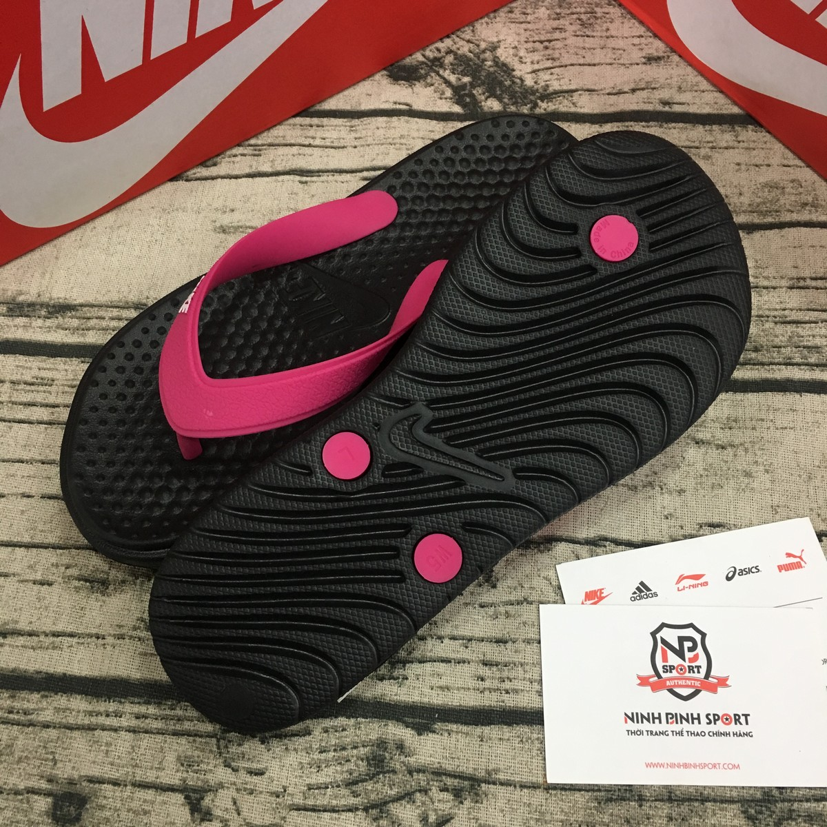 Tông thể thao nữ Nike Solay Thong 882699-001