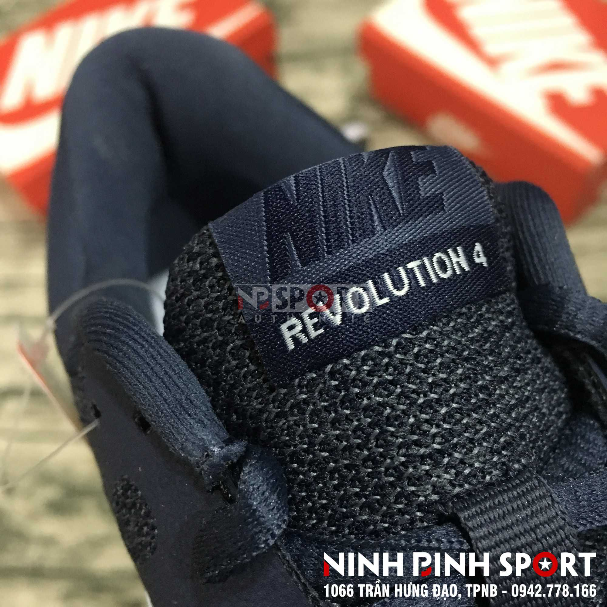 Giầy thể thao nam Nike Revolution 4 908988-402