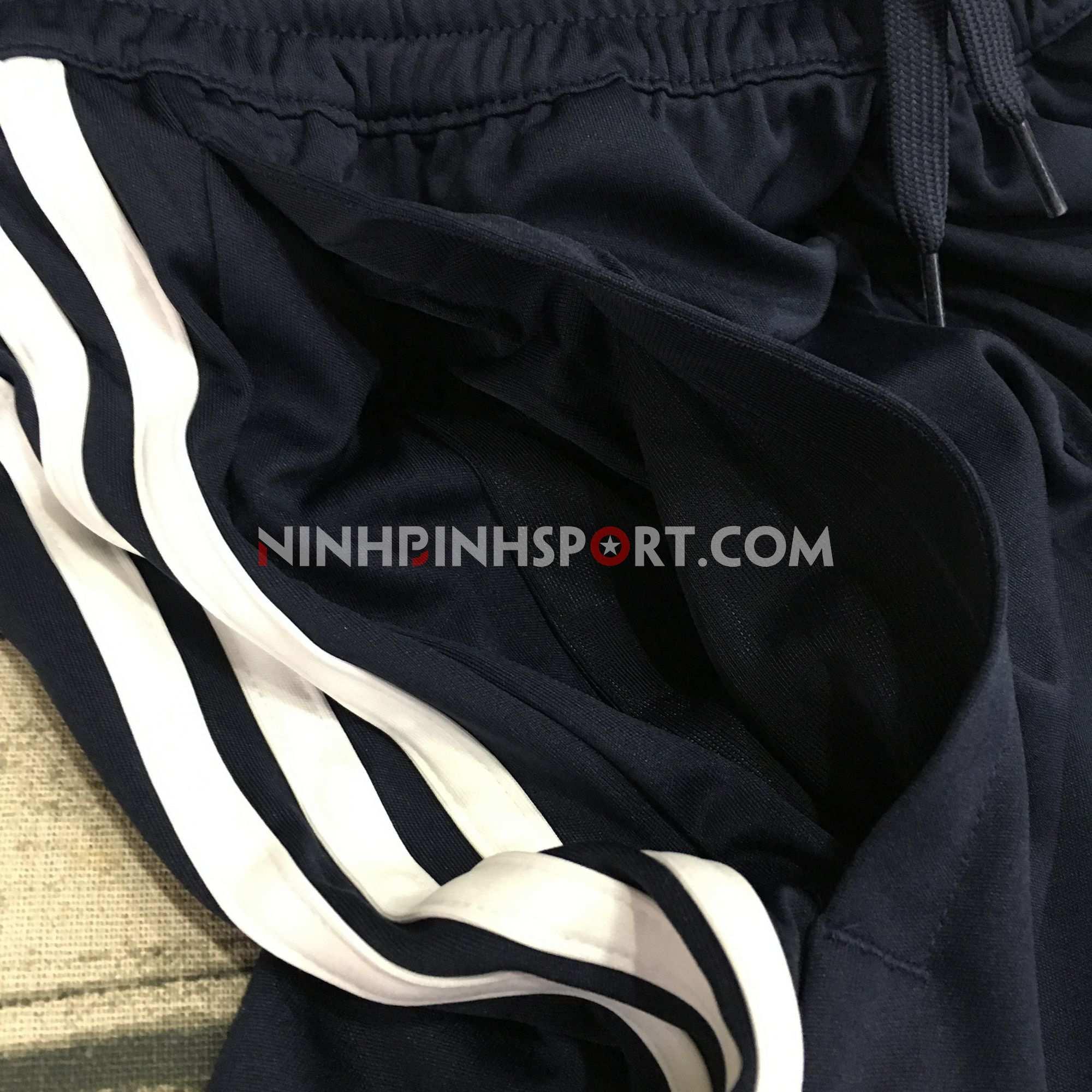 Quần thể thao nam Adidas D2M Cool 3 Stripe DU1241