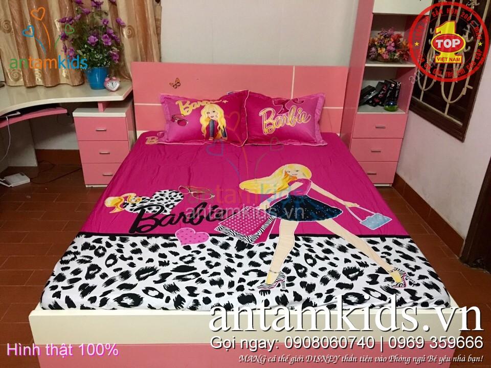 Bộ ga trải giường cho bé gái hình Búp bê Barbie màu hồng antamkids.vn