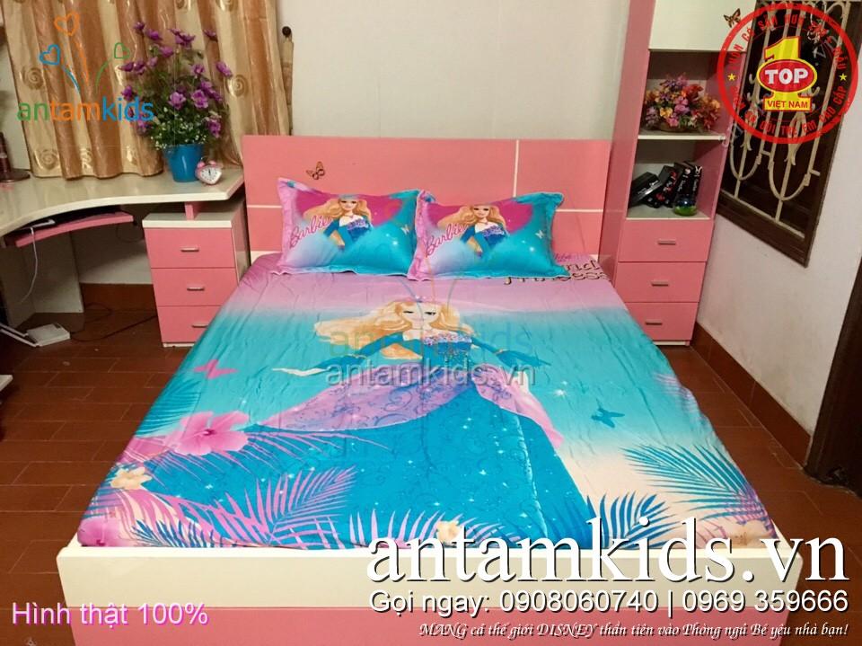 Bộ drap ra trải giường cho bé gái hình Búp bê Barbie màu xanh antamkids