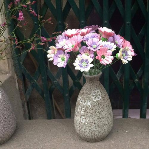Bình gốm sần và hoa cúc giấy_QC27