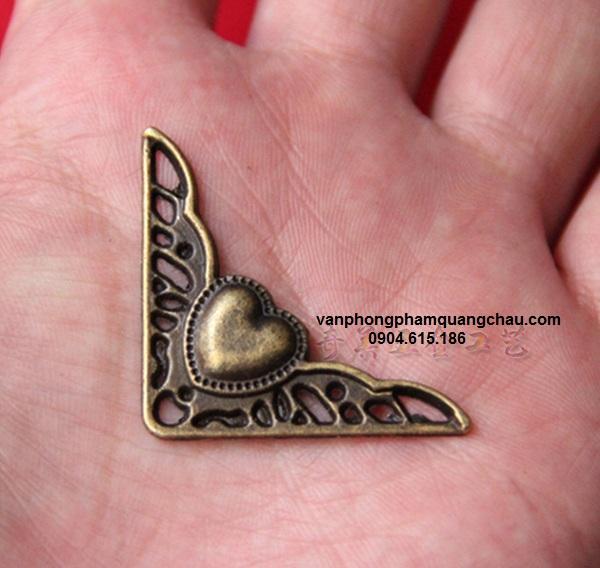 Góc đồng trang trí hoạ tiết tim nổi (04 chiếc)_ PKM52