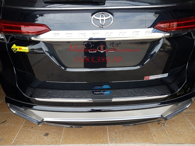 Chống chầy cốp xe Fortuner