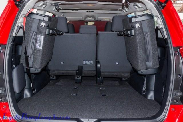 Hàng ghế thứ 3 dễ dàng gập 1 chạm và treo sang 2 bên