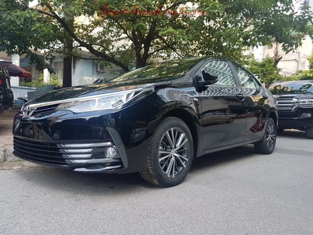 Xe Altis 1.8e CVT màu đen phiên bản 2018 tại Toyota Thăng Long