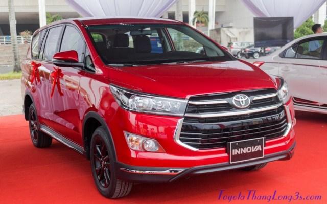 Xe Toyota Innova Venturer 2018 tại sân vận động Mỹ Đình