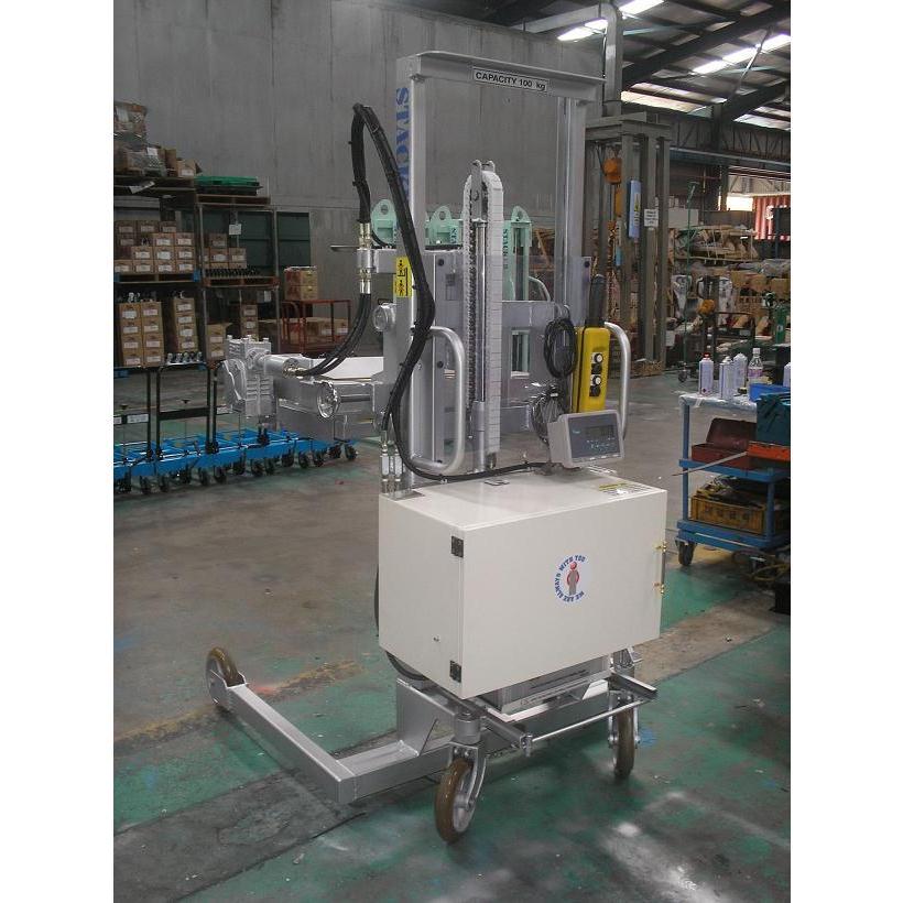 Xe nâng quay đổ phuy gắn cân bán tự động (cân điện tử) Hiệu OPK