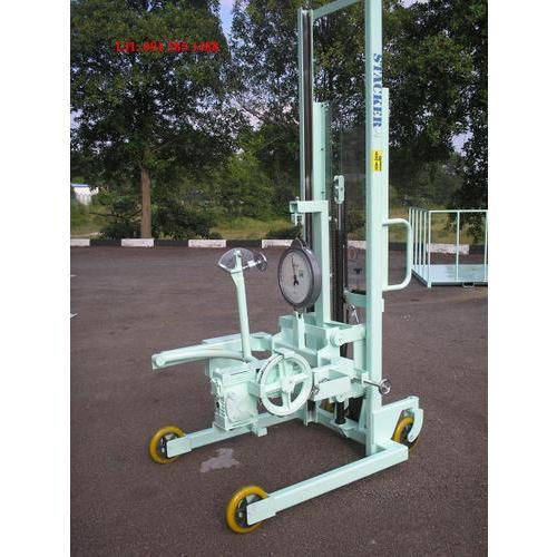 Xe nâng Quay đổ phuy có gắn cân (Drum handler) hiệu OPK