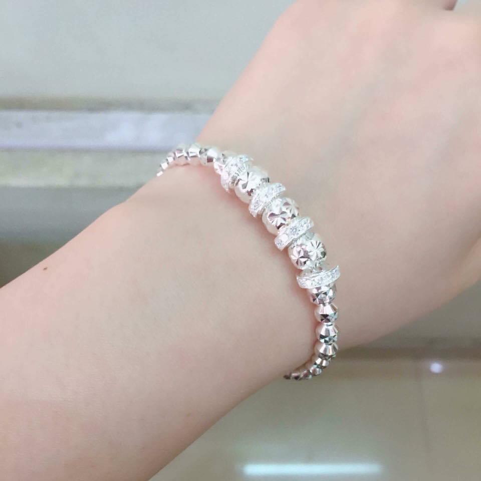 Những mẫu lắc tay bạc nữ đẹp sang trọng và đẳng cấp
