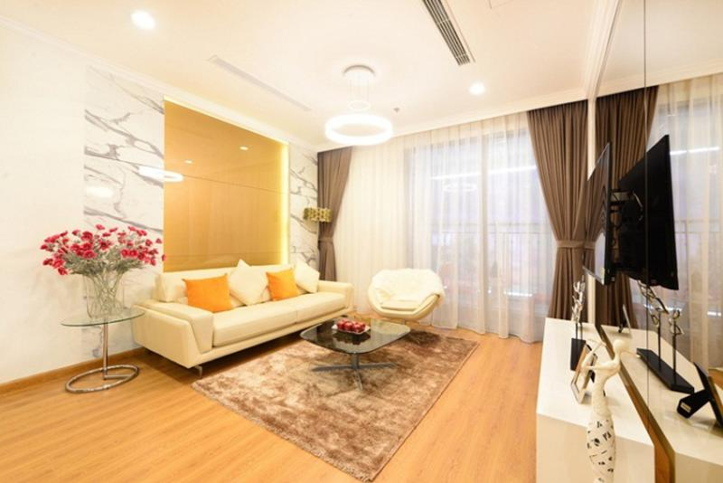 chuyen-nhuong-can-ho-saigon-royal-2pn-view-ho-boi-60m2-1