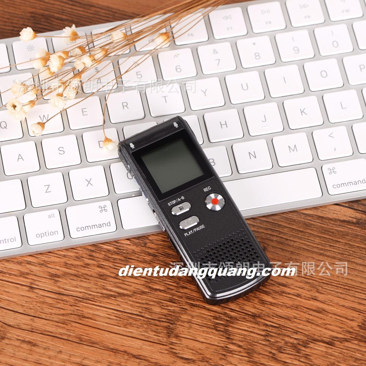 Mẫu ghi âm RV09 8GB giá rẻ, bền, nhỏ gọn, cao cấp RV16 bộ nhớ 16gb có lọc âm.  May-ghi-am-sieu-nho
