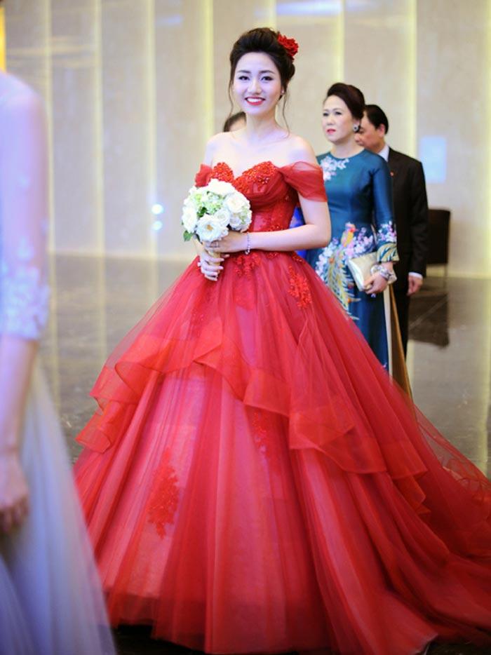 Kinh nghiệm quý giá cho các cô dâu khi thử váy cưới