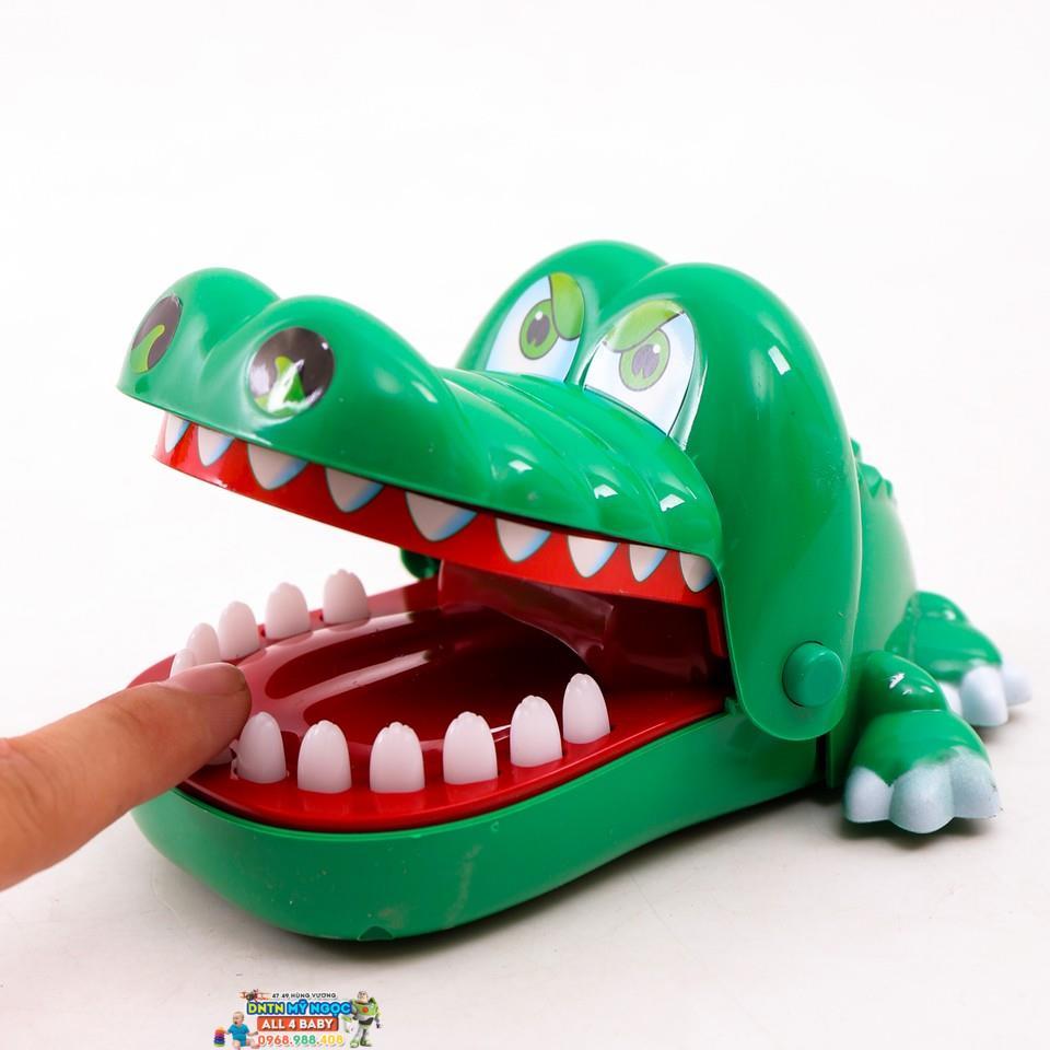 Đồ chơi khám phá răng cá sấu