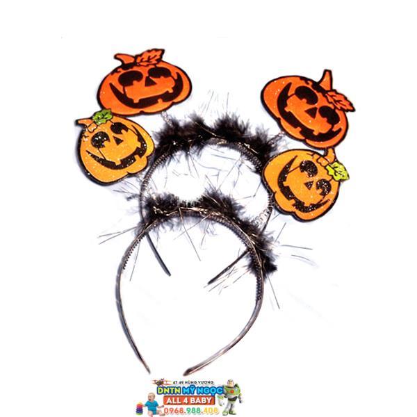 Cài hóa trang Halloween hình bí ngô