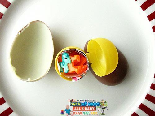 Quả trứng đồ chơi socola Kinder Boys cho bé trai