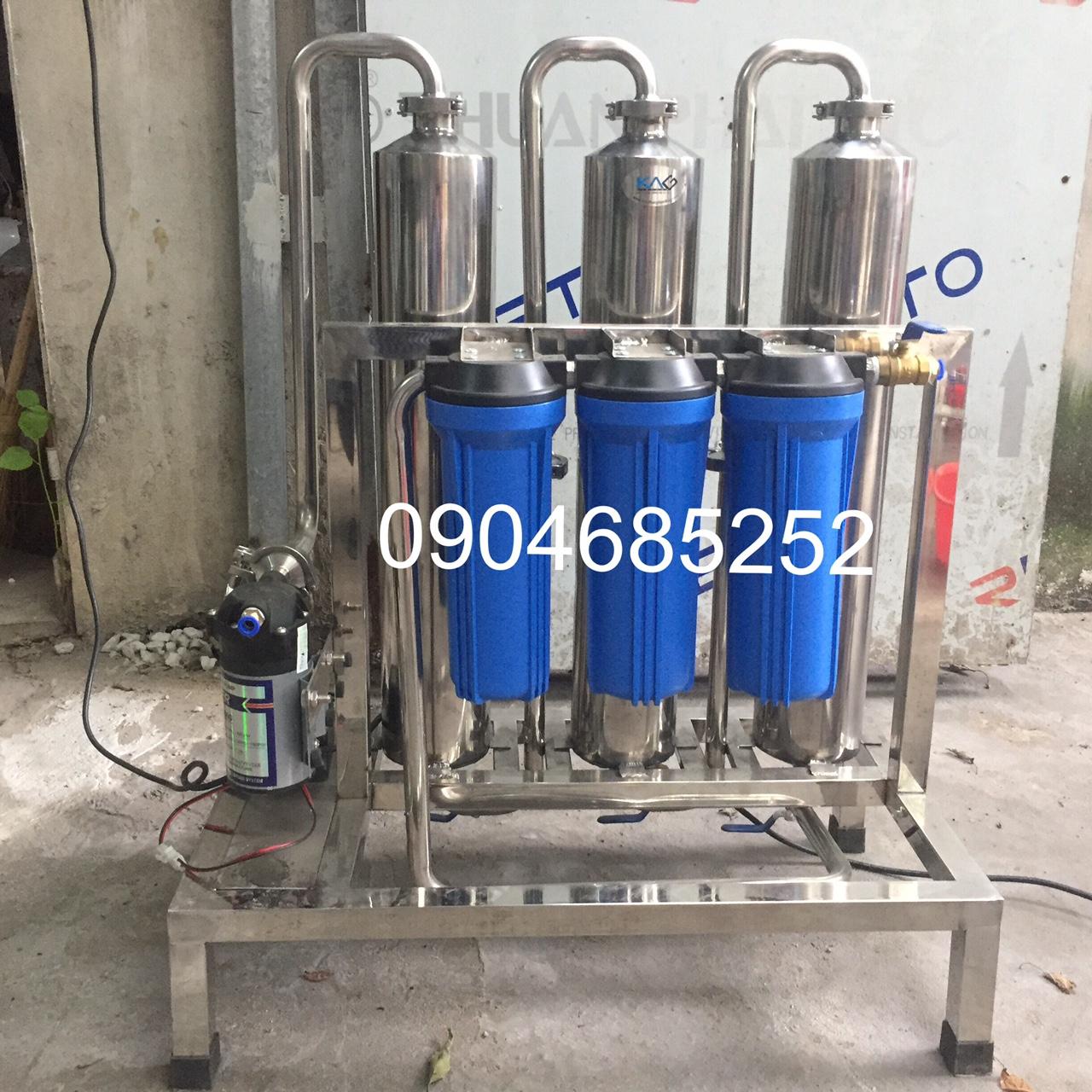Máy lọc rượu mini công suất 30-50 lit/h, thiết kế nhỏ gọn, đẹp mắt và bền bỉ với inox 304. Có nhiều loại công suất máy lọc rượu từ 20-500 lit/h, 1 đơn nguyên hoặc 2 đơn nguyên.