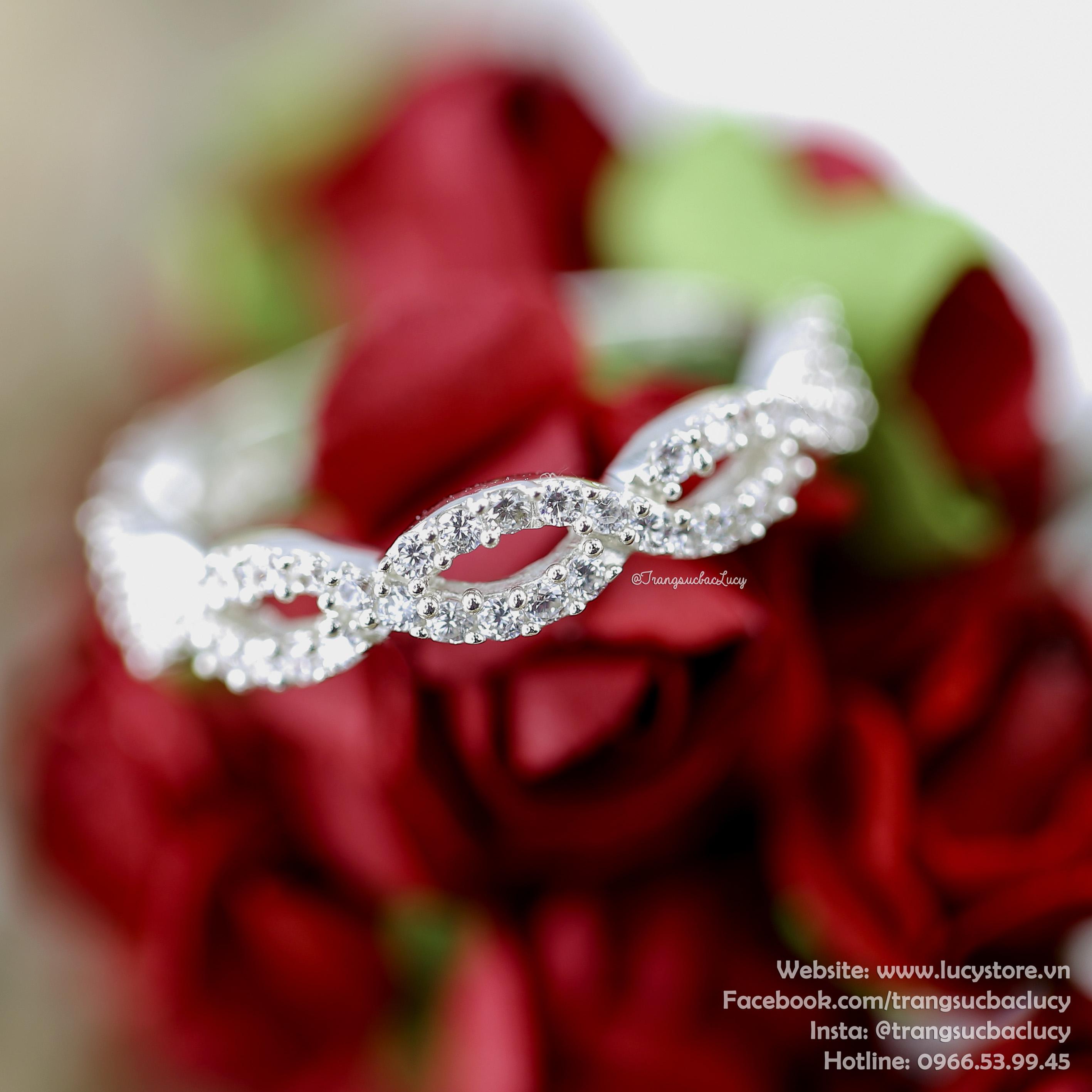 Nhẫn bạc nữ đẹp - RW187