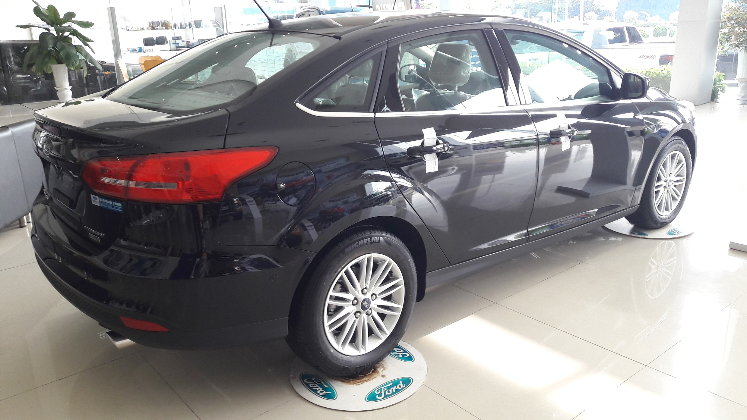 duoi-xe-new-ford-focus-2017