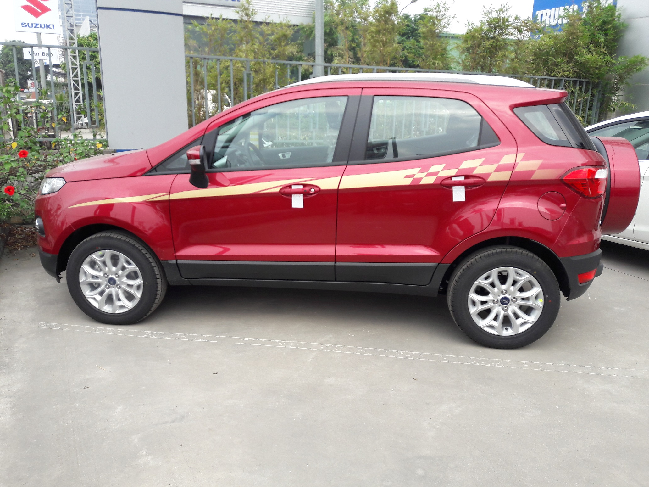 ford-ecosport-mau-do-ngoc