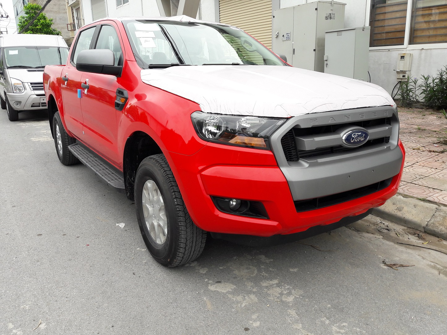 ford-ranger-mau-do-cờ
