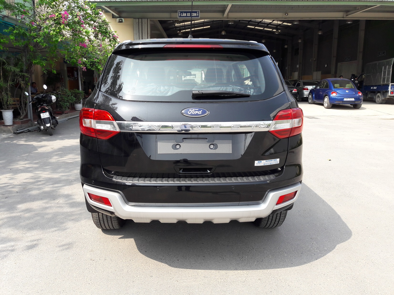 duoi-xe-ford-everest-trend