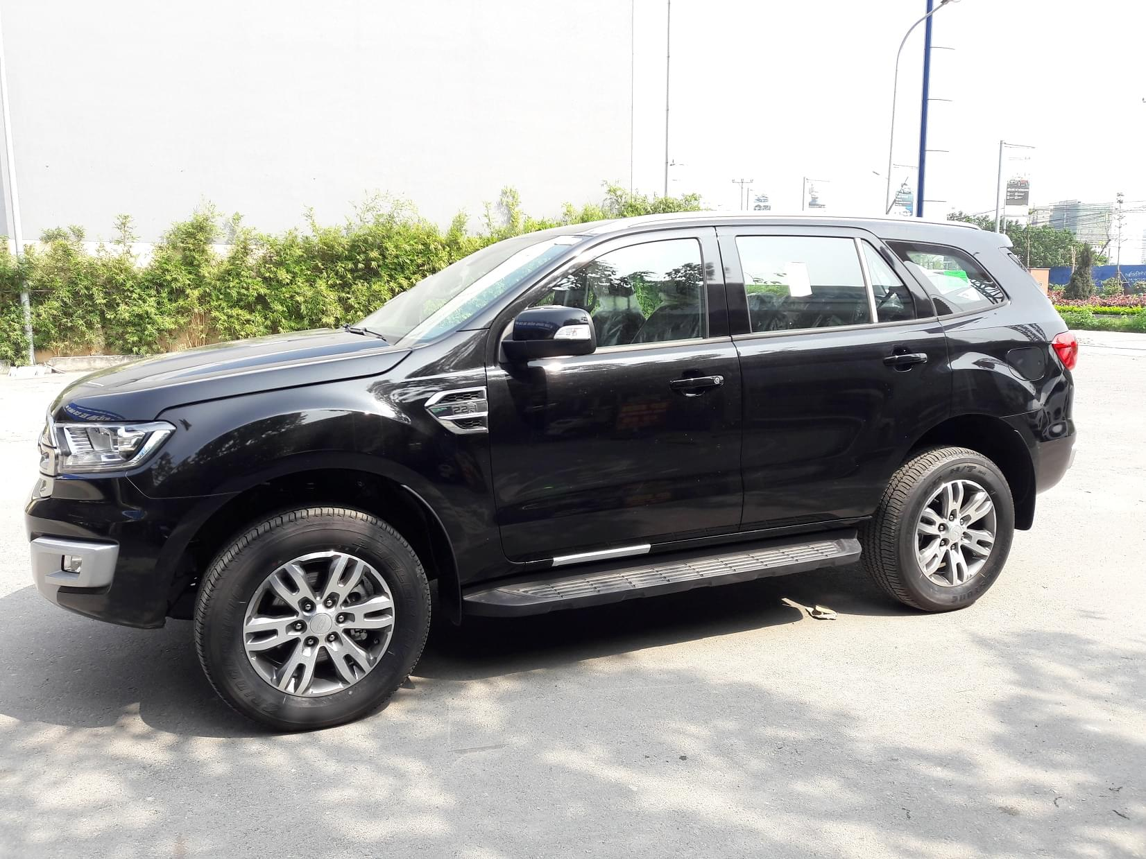 than-xe-ford-everest-trend